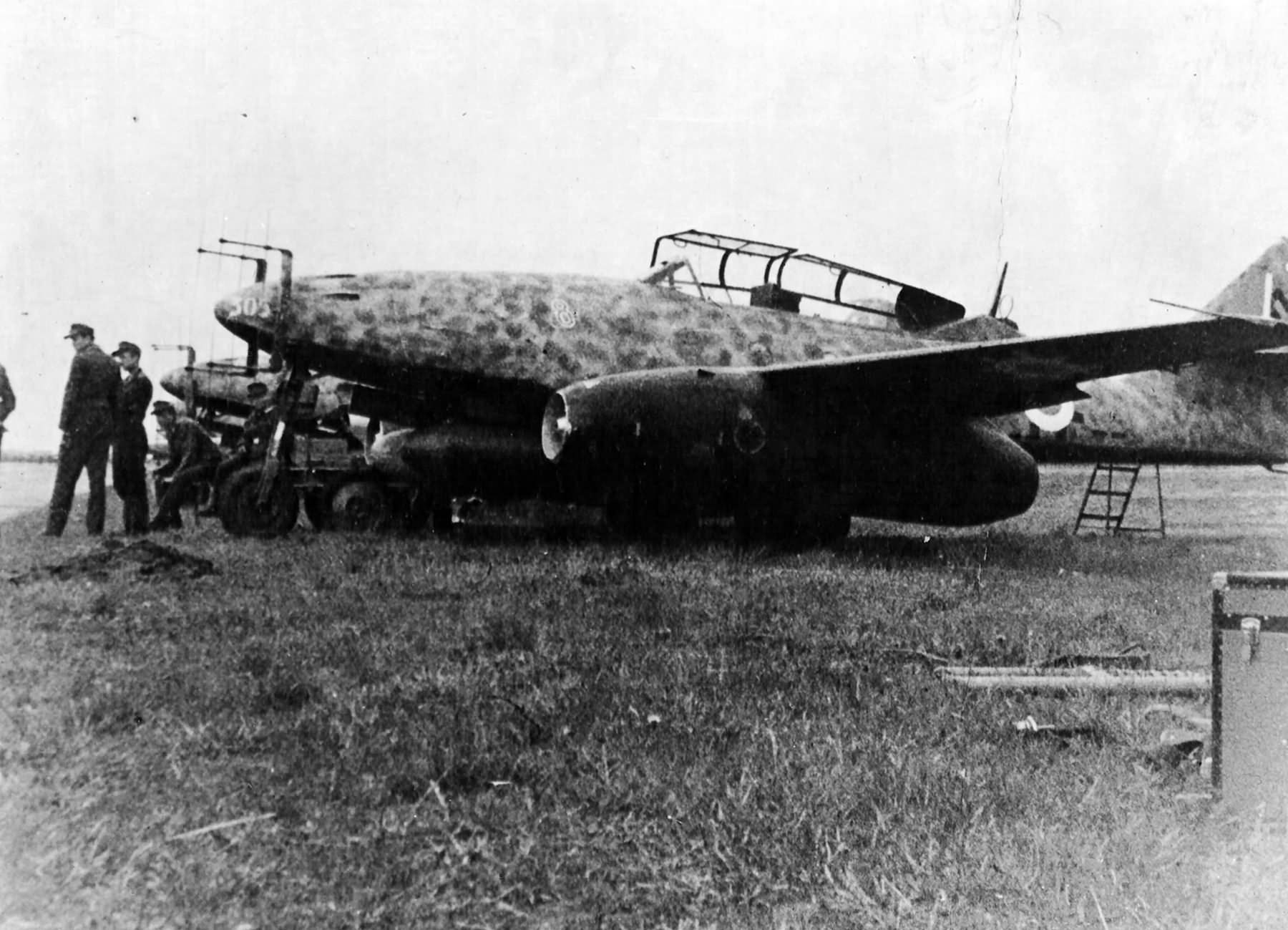 """Night fighter Me 262 B-1a/U1 red """"8"""" W.Nr. 110305 from NJG11"""