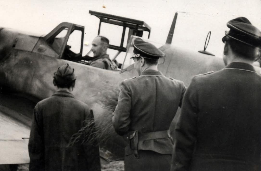 Oltn Gottfried Hagena in the cockpit of his Bf109G, 1944