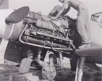 Me 109 F-4/trop of the 5/JG 27 during maintenance – 1942