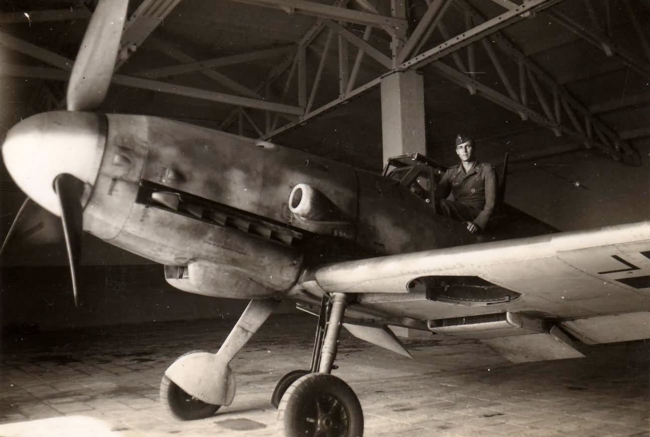 Messerschmitt Me109 in hangar Reichsverteidigung Holland