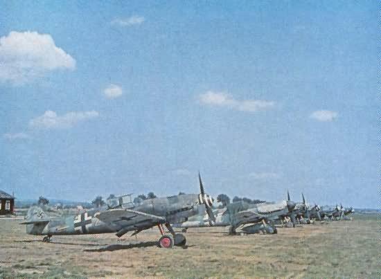 Messerschmitt Bf 109 G fighters color photo 9