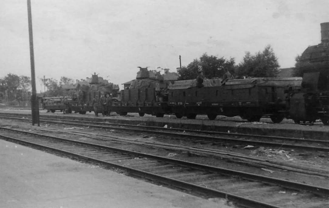 Armoured train panzerzug with tanks