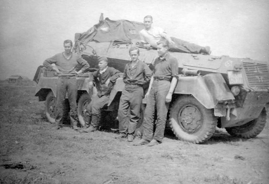 SdKfz 231 8-Rad and crew
