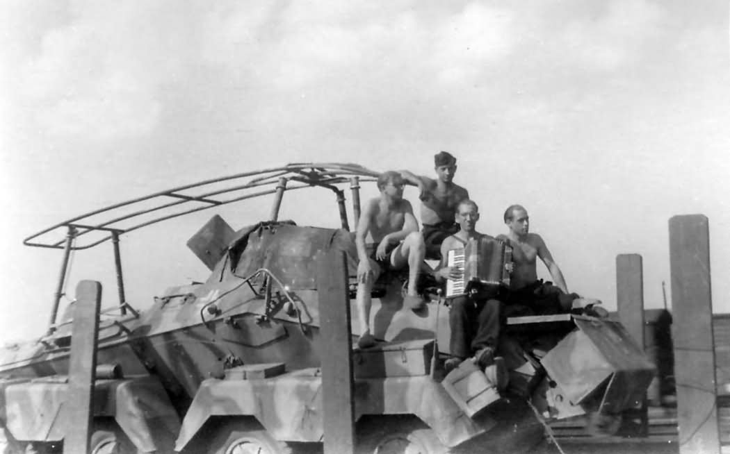 Sdkfz 232 car and crew