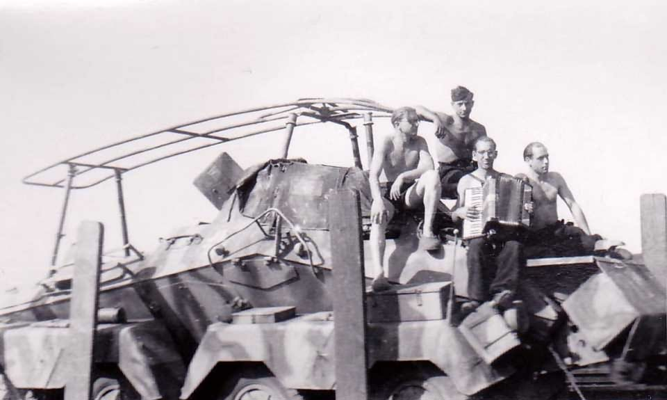 sdkfz 231 and crew