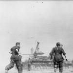 Heavy mortar Karl Gerat VI Ziu Warsaw Uprising 1944 crew 2