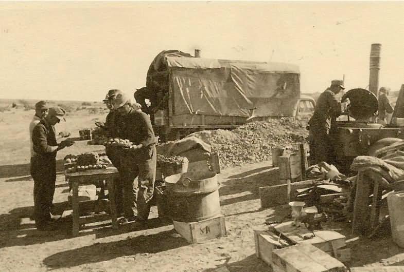 Afrika korps DAK in Afrika german troops and Feldkuche