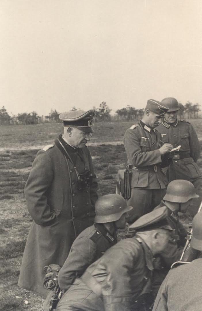 Wehrmacht soldiers 26 Granatwerfer mortar