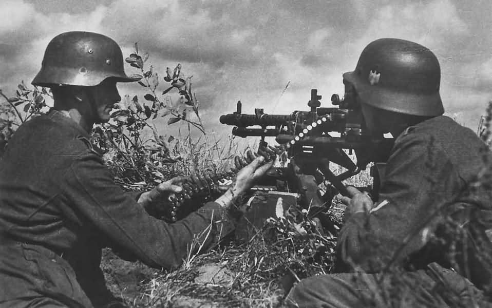 Wehrmacht soldiers on MG 34 machine gun post