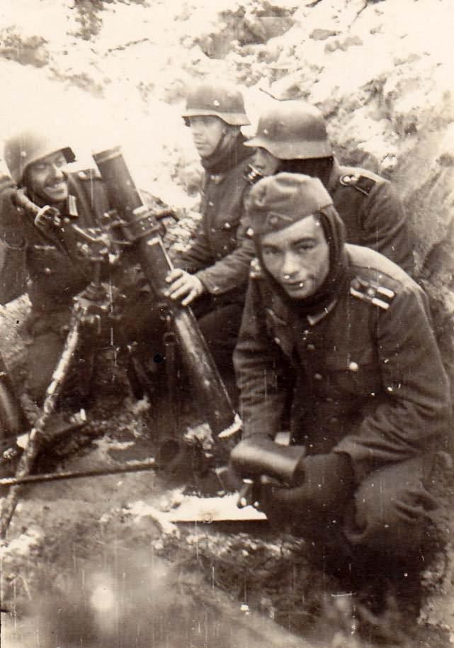 Wehrmacht soldiers with 8cm Granatwerfer Gr.W 34