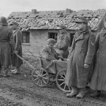 US 9th Division Captured German Soldiers POW Pull Wounded February 1945