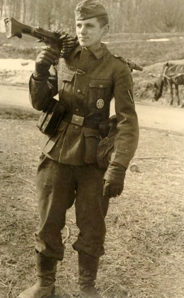 Wehrmacht soldier with MG34
