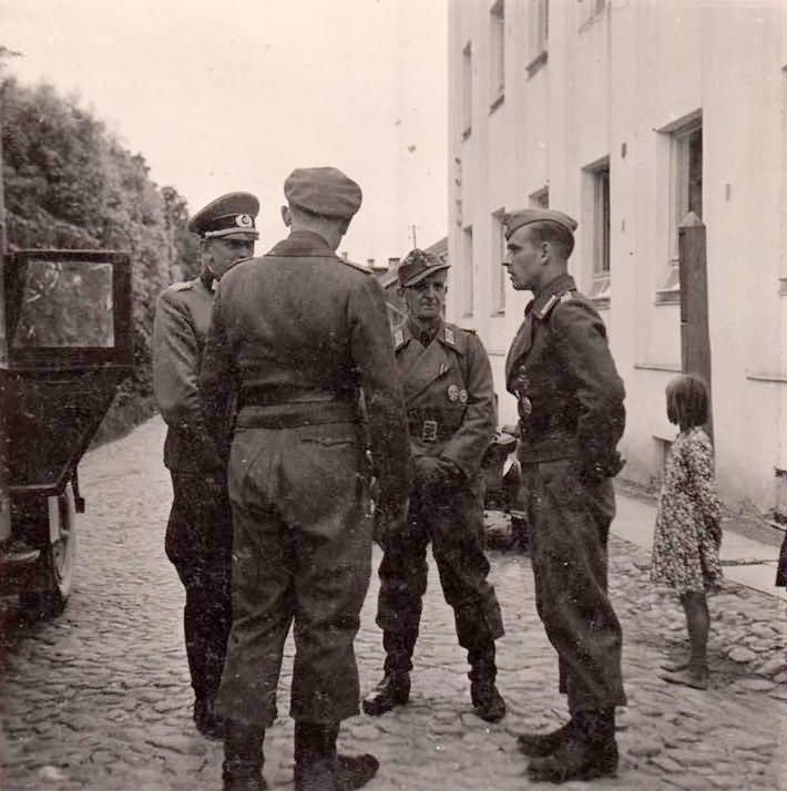 Wehrmacht Officers talking