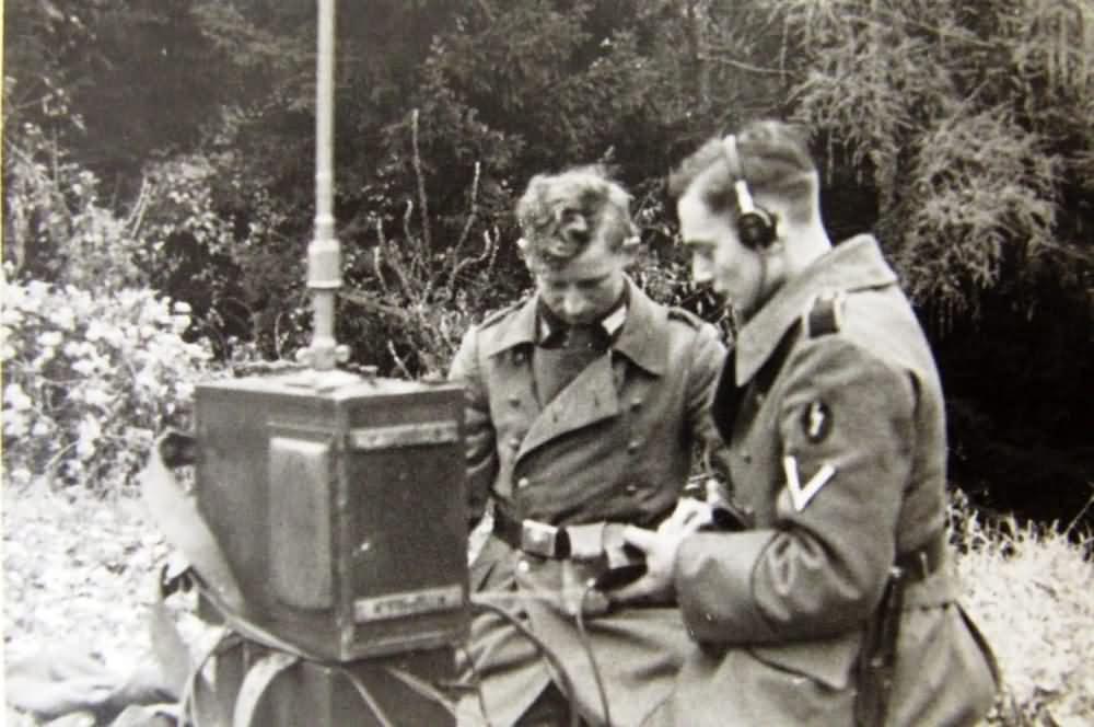 Wehrmacht radio team in field