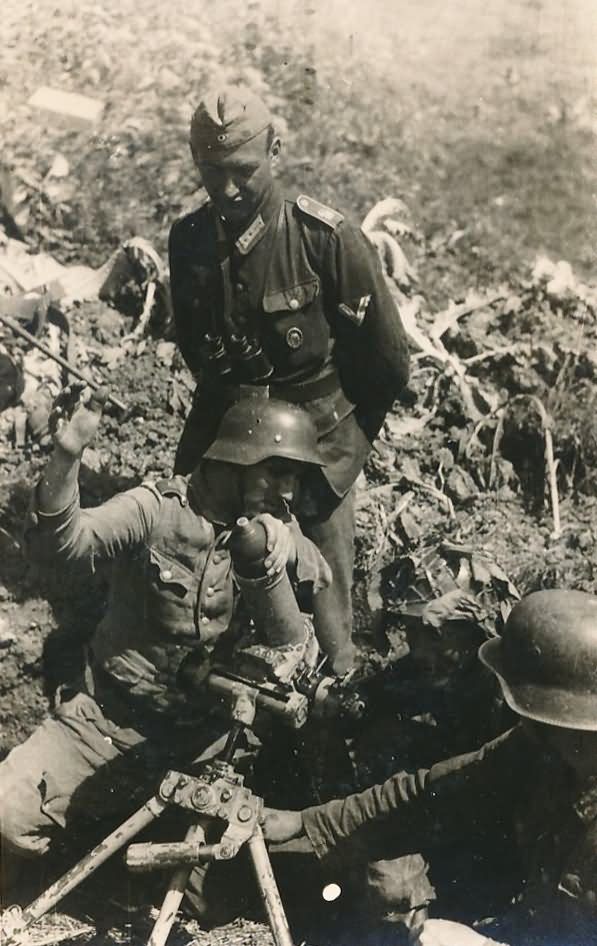 wehrmacht soldiers Stahlhelm und Morser mortar