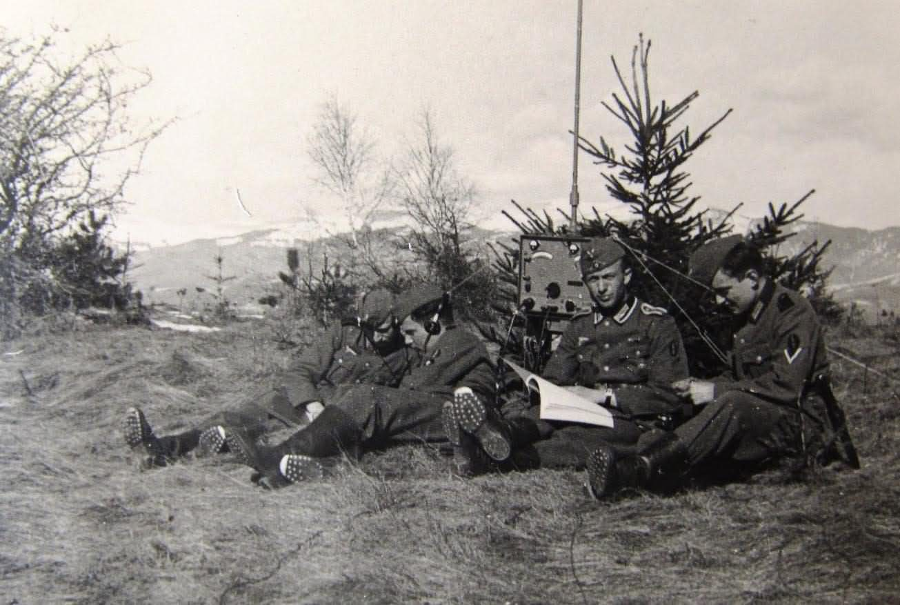 wehrmacht soldiers and radio