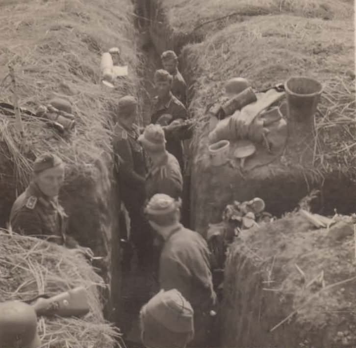 Wehrmacht soldiers in trenches 2