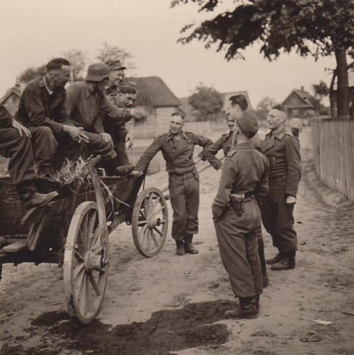 Wehrmacht troops 13