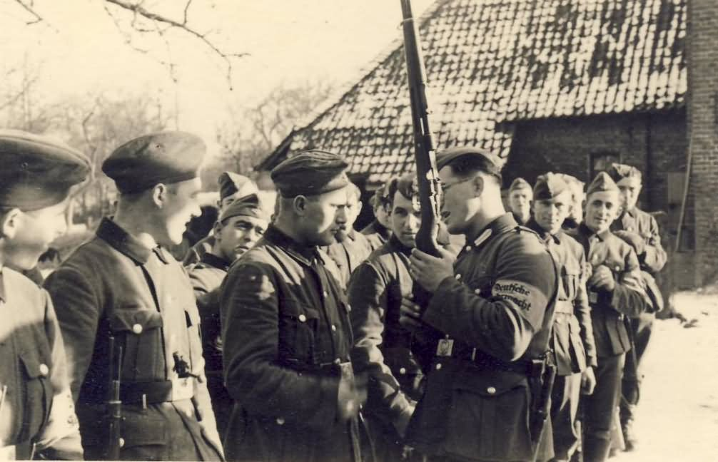 wehrmacht troops 77 russia