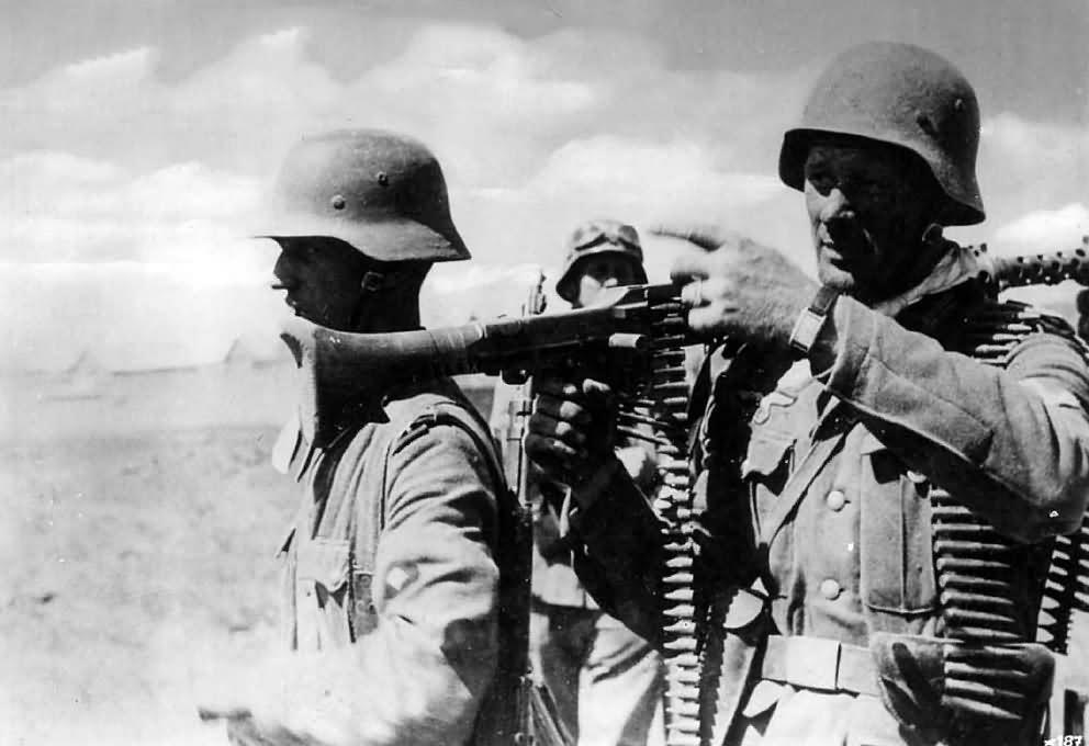 wehrmacht troops with Maschinengewehr 34 1941