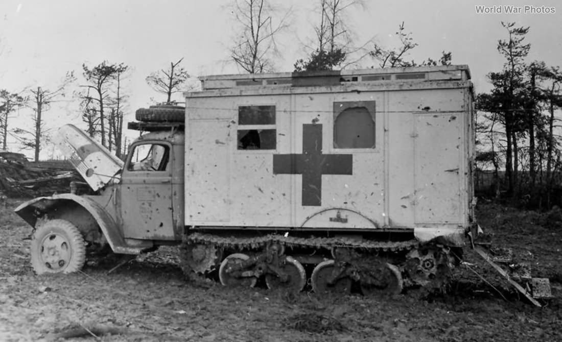 Sd. Kfz. 3/4 Opel Blitz 3,6-36S Maultier ambulance