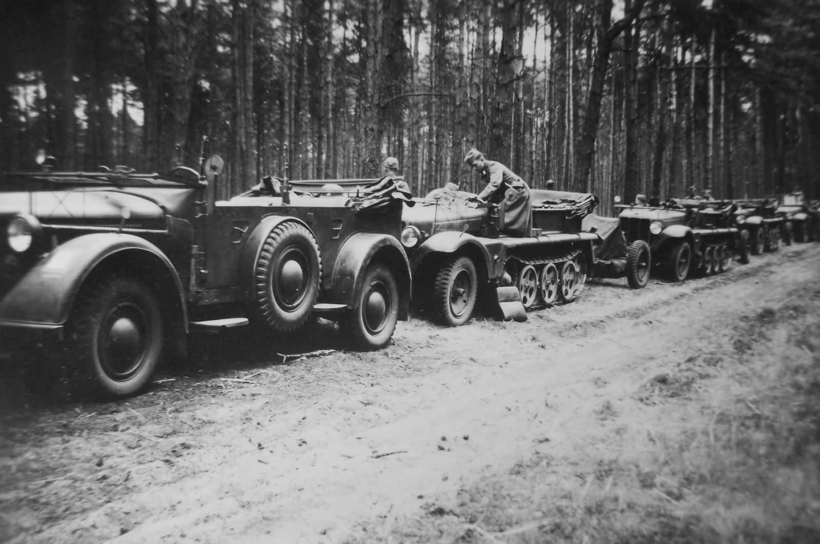 1to Zugkraftwagen SdKfz.10 halftracks and Horch 901 PKW