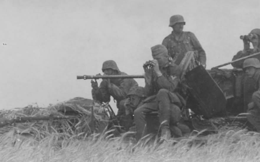2 cm flakvierling 30 on SdKfz 10 4