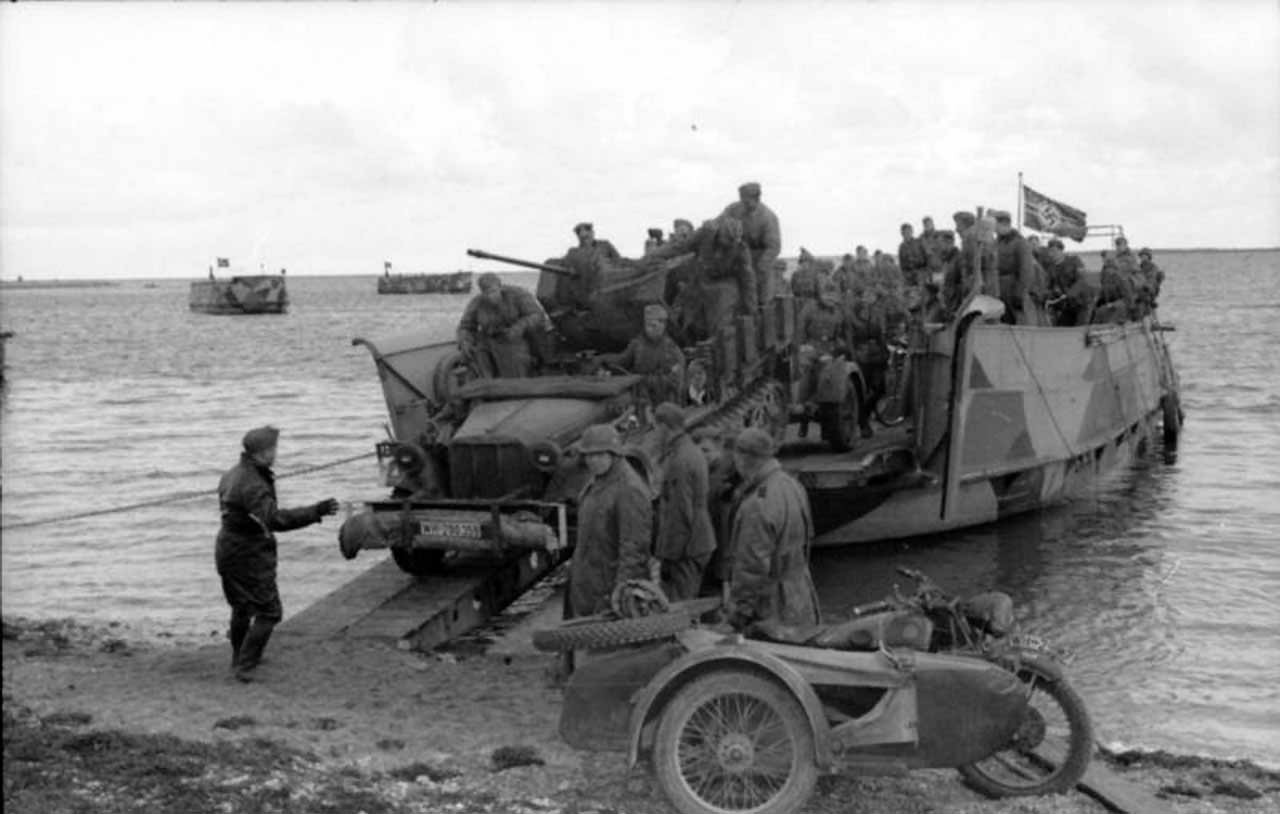 Landungsboot and SdKfz 10/4 1941