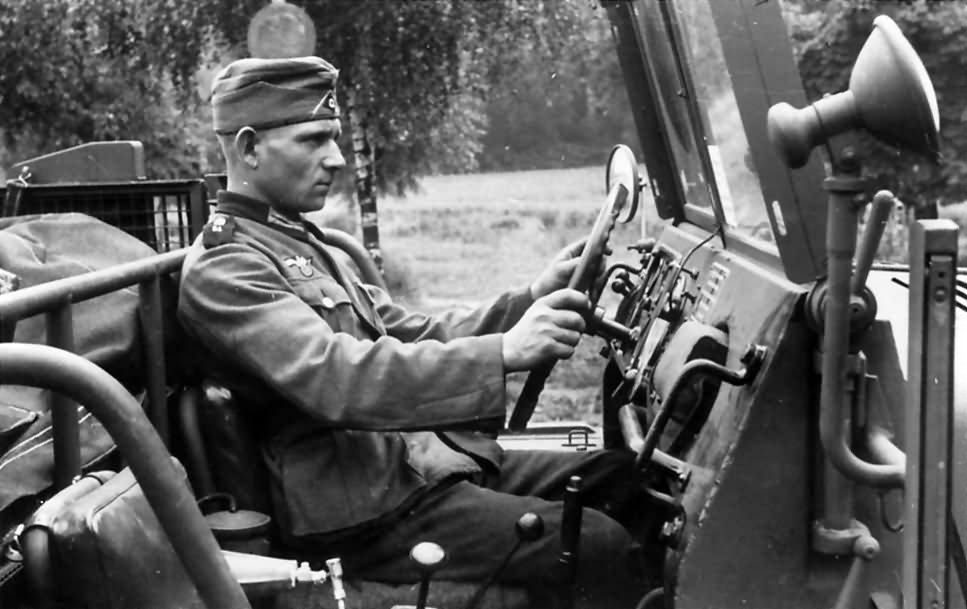 Sd.Kfz.10 driver