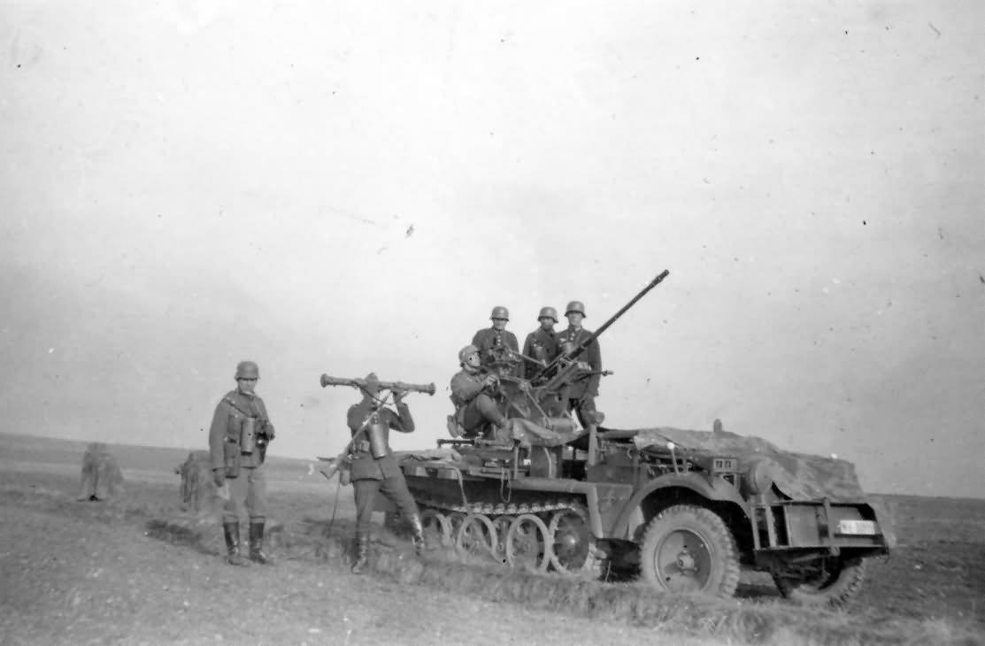 Sd.Kfz.10 in combat
