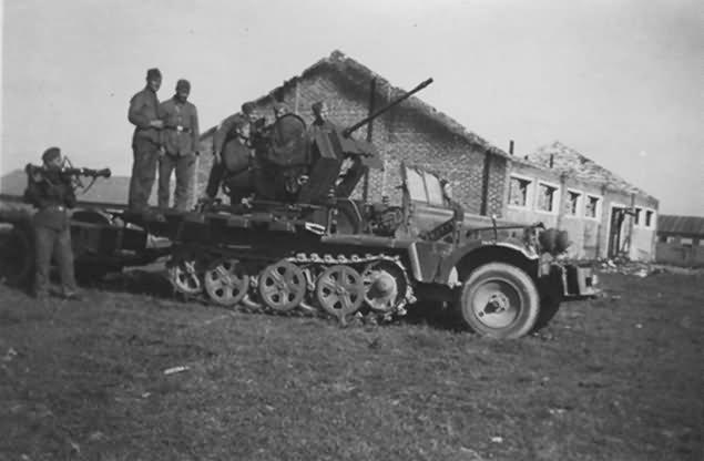 SdKfz 10/4 2cm flak 30