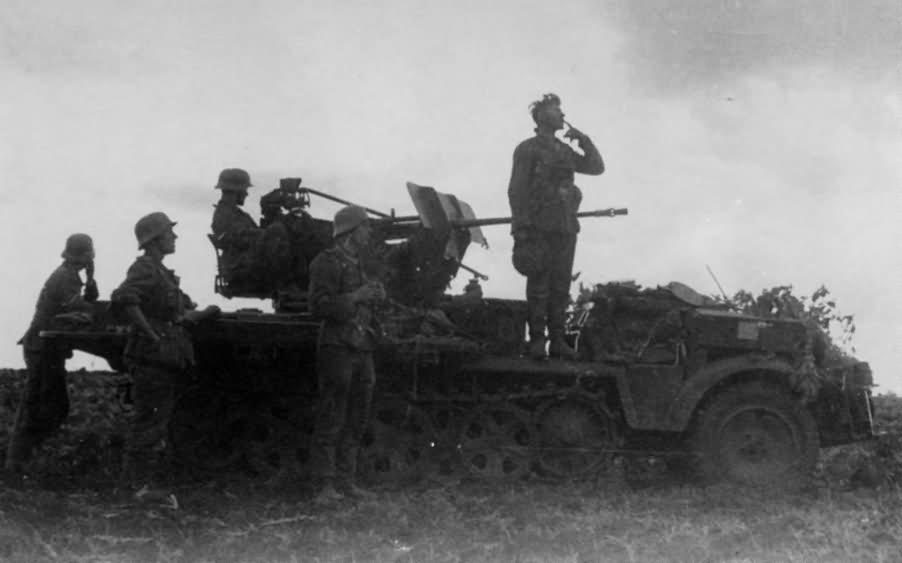 SdKfz 10/4 with 2cm flak 30