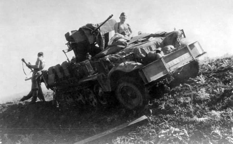 SdKfz 10/4 with flak 30 AA gun