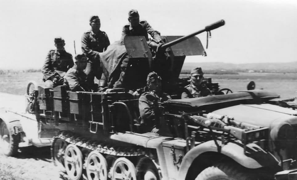 SdKfz 10/4 AA halftrack