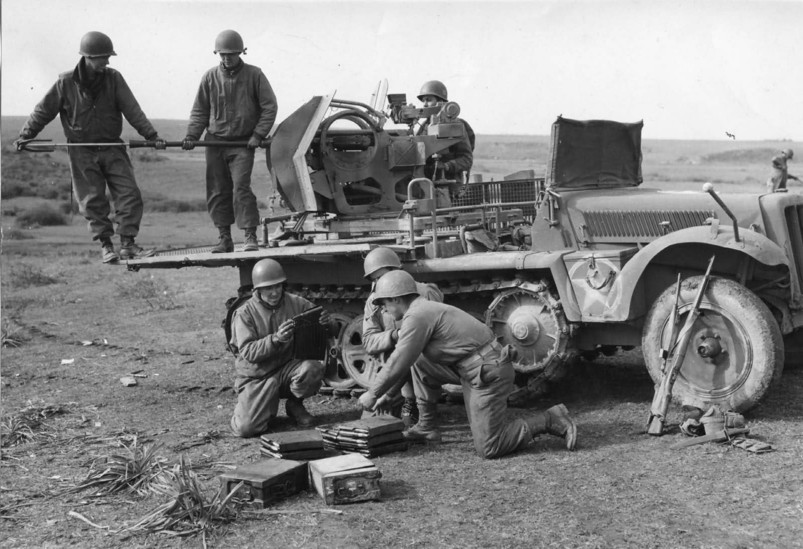 SdKfz 10/5 flak and US soldiers
