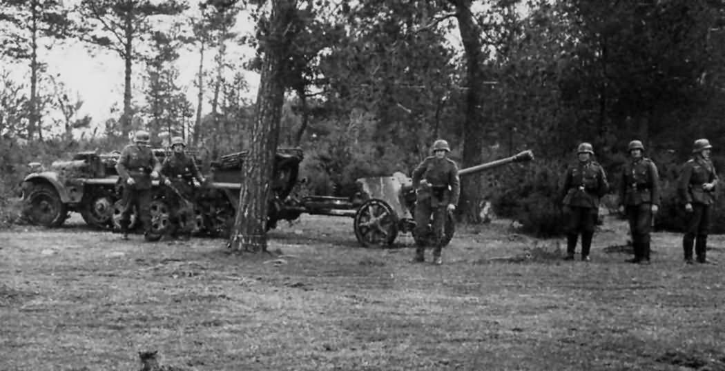 SdKfz 10 towing 5 cm pak 38