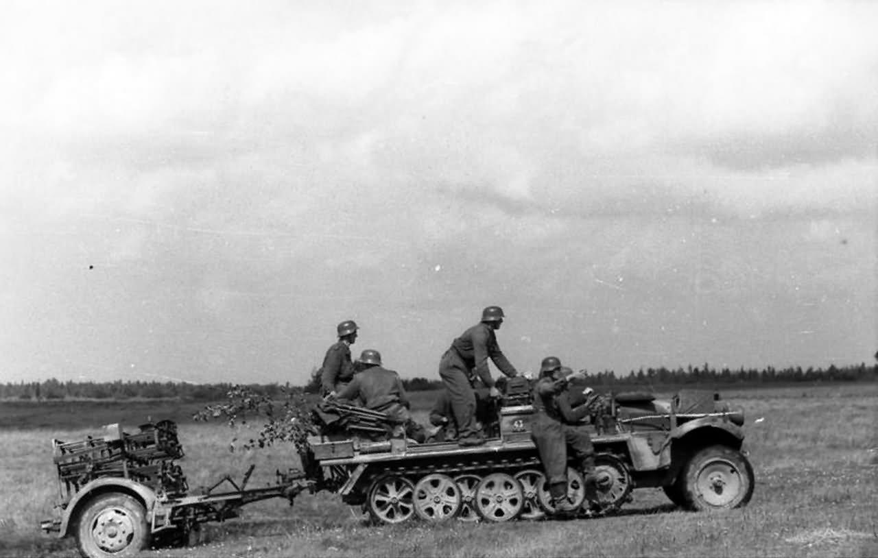 SdKfz 10 with 28/32 cm Nebelwerfer 41 1942-1943 2