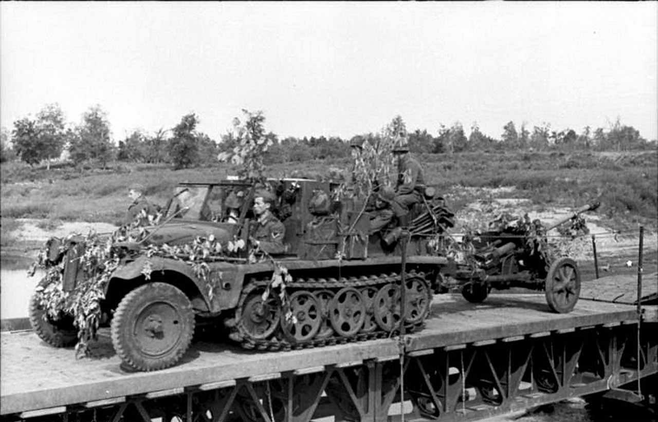 SdKfz 10 with Pak 38 (5 cm Panzerabwehrkanone 38 (L/60)) 1942