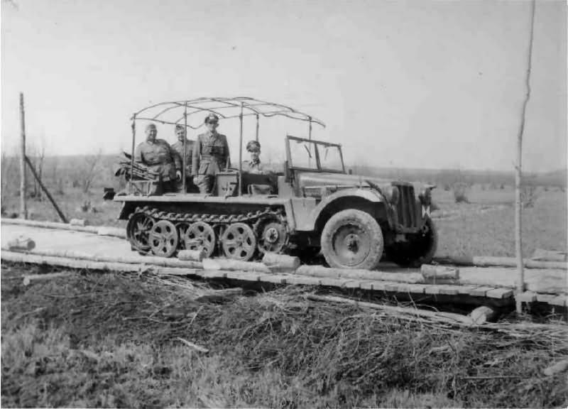 SdKfz 10 with antenna