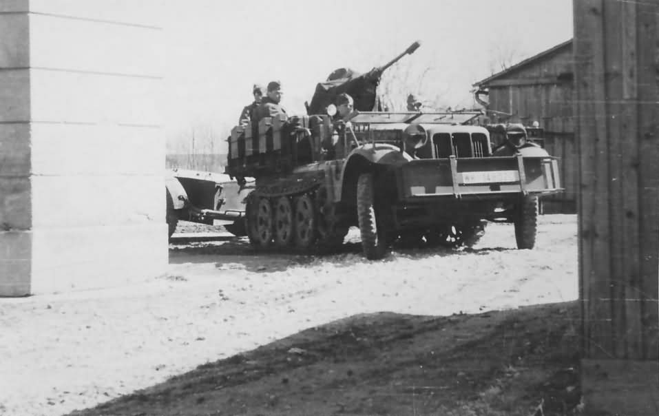 Sd Kfz 10 4 flak 30 Russia
