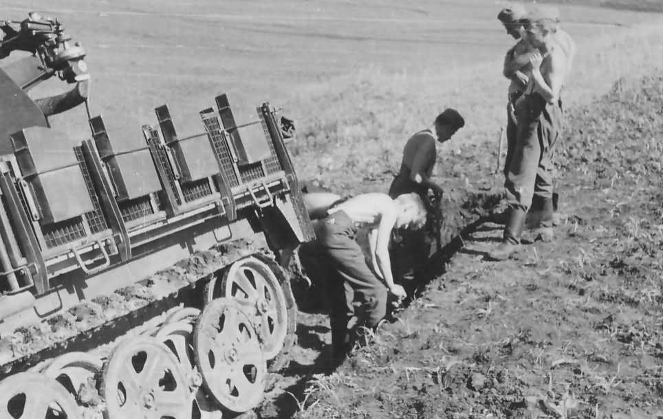 Sd Kfz 10 4 flak 30 halftrack