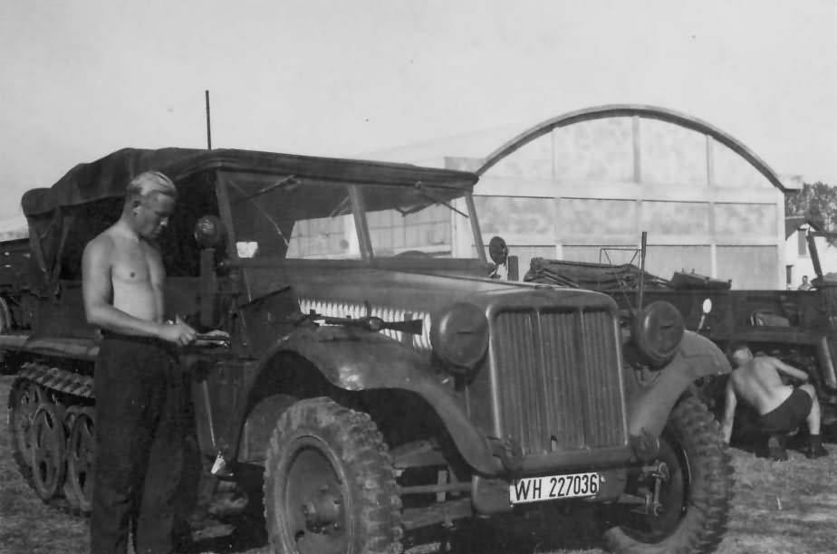 Sd Kfz 10 leichter Zugkraftwagen 1t Demag D7 WH-227036
