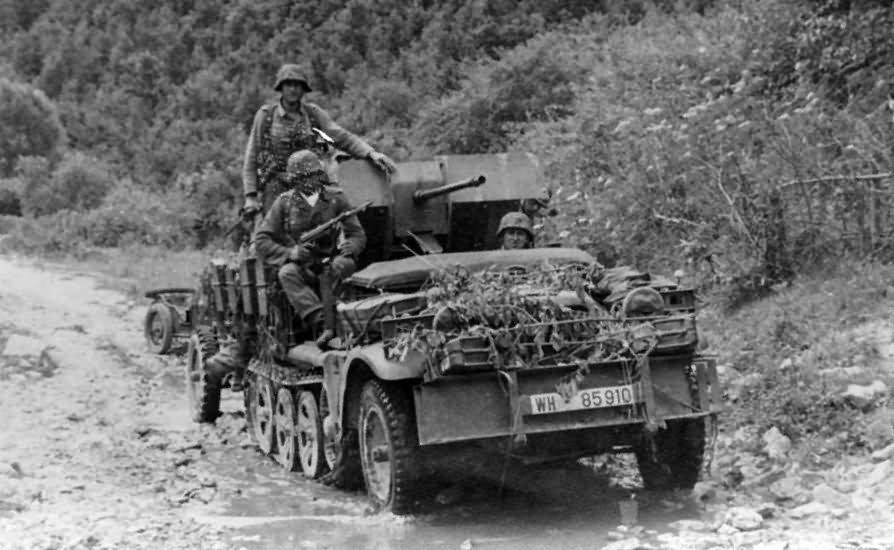 german halftrack SdKfz 10/4 WH-85910