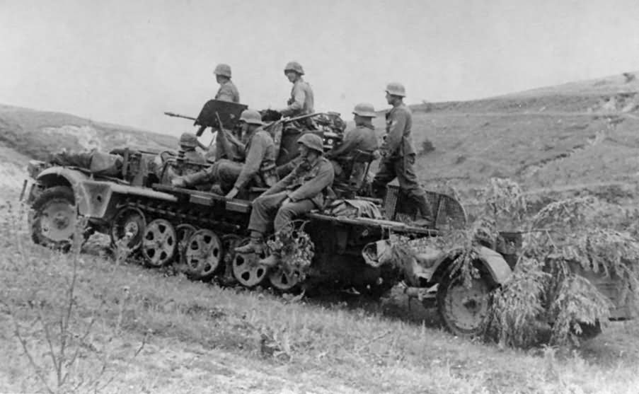 German halftrack SdKfz 10/4 11