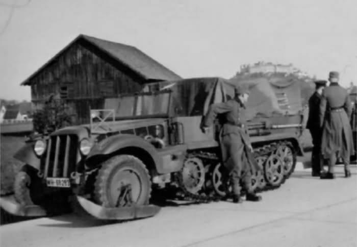 german halftrack SdKfz 10 6
