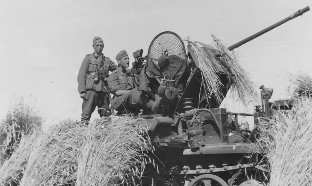 german halftrack SdKfz 10/4 flak model 3