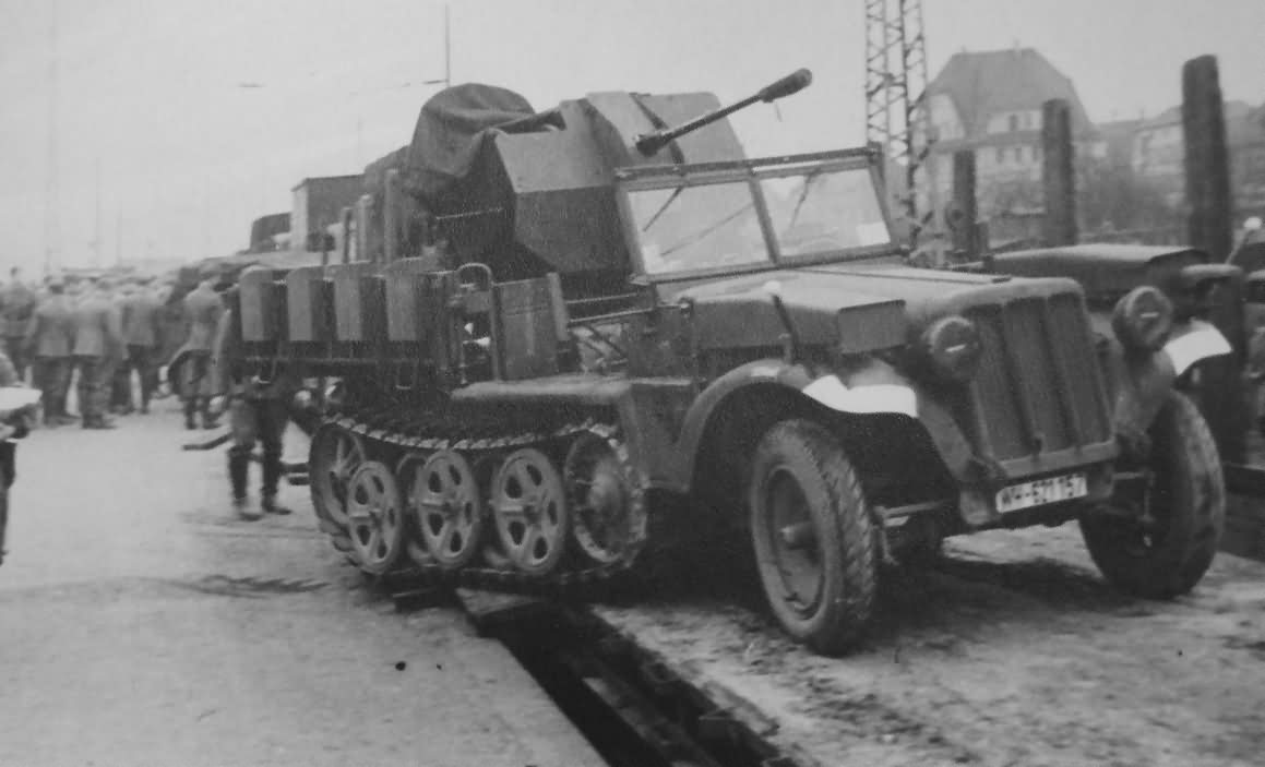 german halftrack SdKfz 10/5 flak model 4