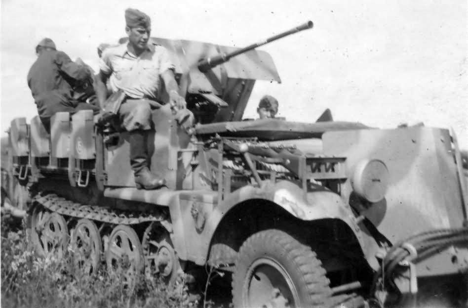 german halftrack SdKfz 10/4 flak model 6