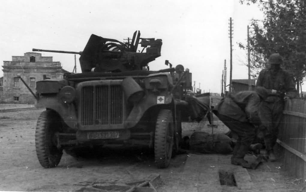 german halftrack SdKfz 10 flak model 8