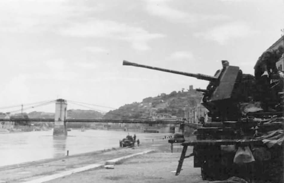 german halftrack SdKfz 10 flak model 9